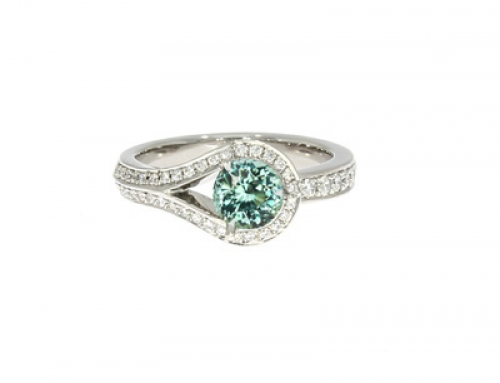 Drop Ring in platinum and Diamonds with Tourmaline centre